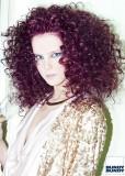 Polodlouhé afro fialové barvy
