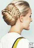 Účes ze spletených vlasů blond barvy
