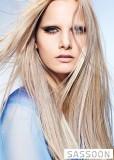 Vzdušný lehký účes z dlouhých blond vlasů