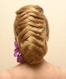 Překládané prameny ve vyčesaných vlasech