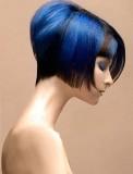 Sexy asymetrický modrý melír v krátkém bobu