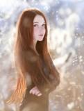 Éterická víla v extra dlouhých zrzavých vlasech