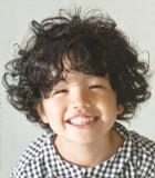 Chlapecký rošťácký účes z kudrnatých vlasů
