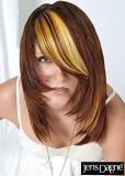 Postupně sestříhaný melírovaný účes z hnědých vlasů