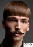 Hladce rovný střih z hnědých vlasů s rovnou ofinou