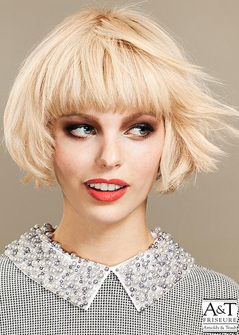 Blond pravidelné mikádo s rovnou ofinou