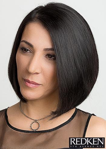 Hladké rovné mikádo z černých vlasů
