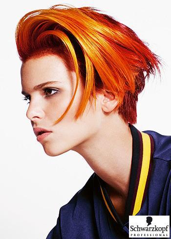 Oranžovo-červený krátký střih s přehozenou pěšinou