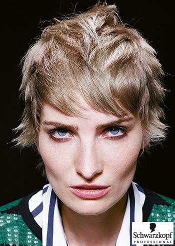 Krátký vzdušný střih v blond odstínu