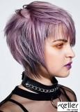 Krátký sexy účes s fialovým nádechem