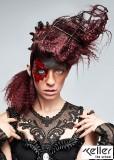 Extravagantní účes z vyčesaných vlasů