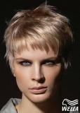 Krátký, střapatý sestřih ve stříbrné blond
