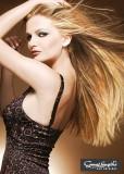 Dlouhá, hladká hříva v různých odstínech blond
