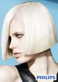 Uhlazené mikádo z polodlouhých vlasů, blond platinové barvy