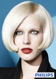 Polodlouhé mikádo z rovných podfoukaných vlasů blond barvy